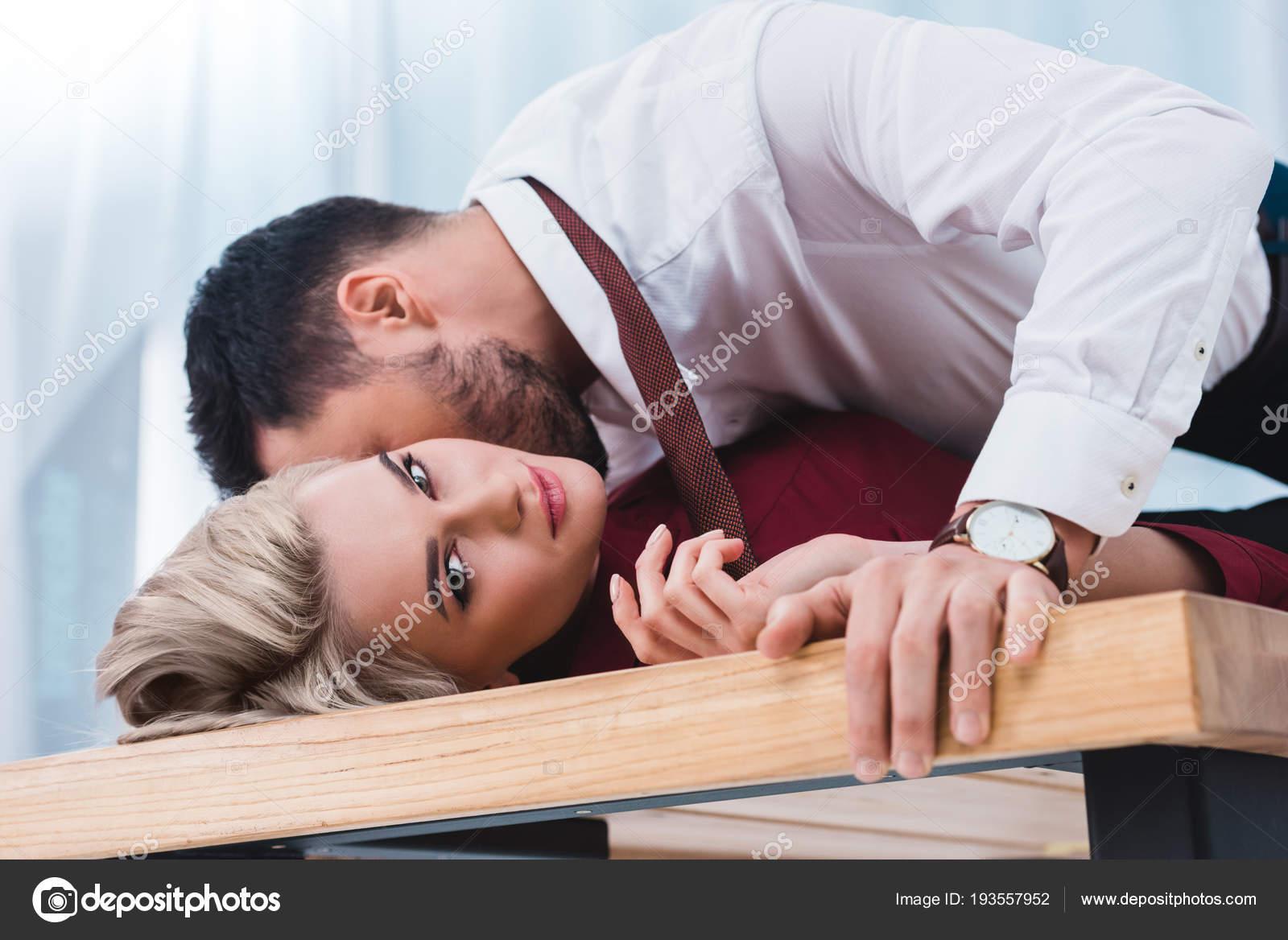 femme baiser par un jeune