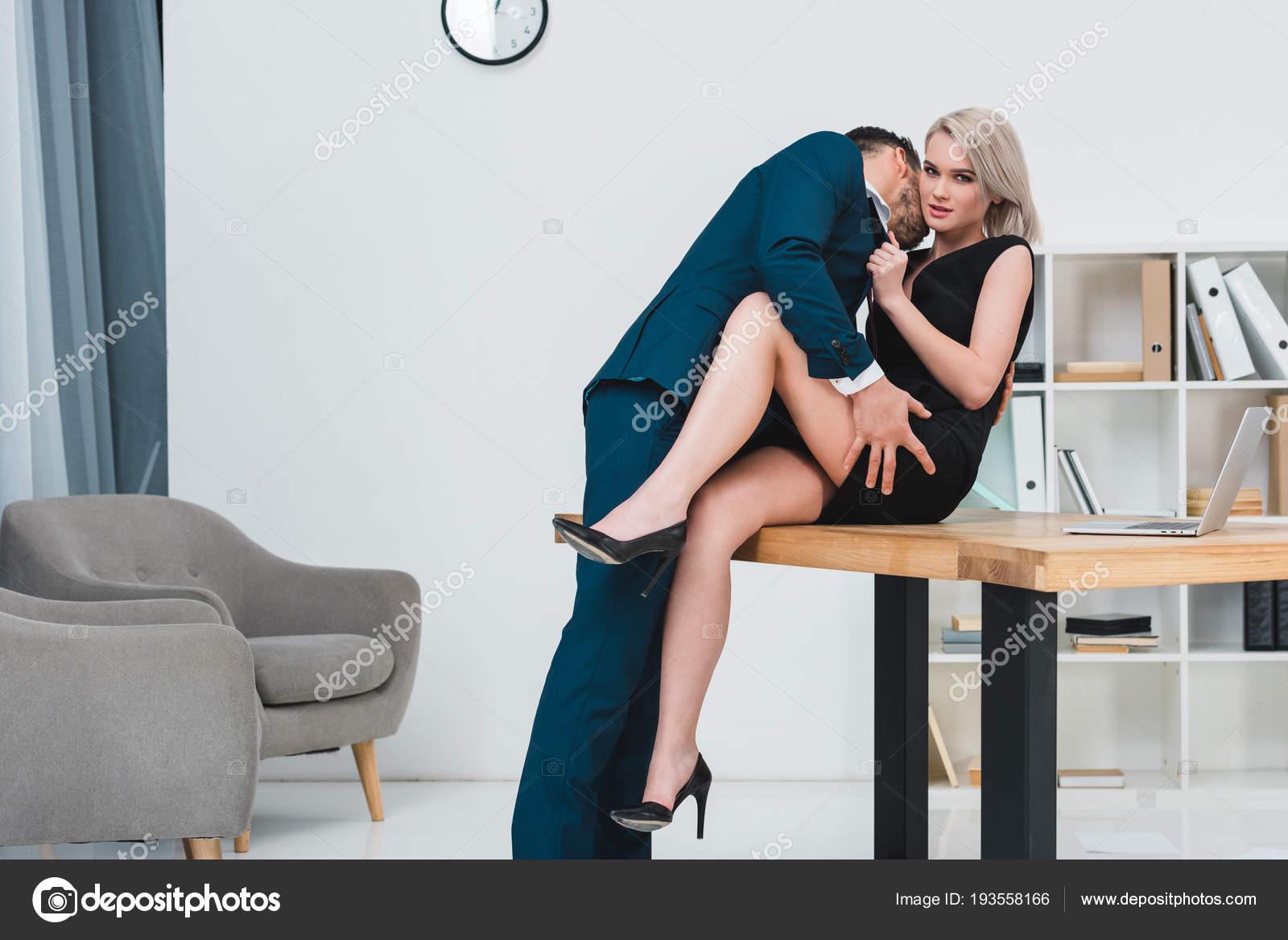 Flirt Im Büro, Sex Im Haus