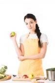 Fényképek pénzzel közelében tábla vágódeszka, fazék, almával és zöldség nő