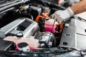 levágott kilátás a mechanikus ellenőrző motorolaj szintjét dipstick