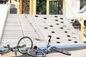 Fotografie Fahrraddiebstahl in Spielplatznähe an der Straße