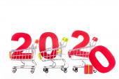 červené číslo 2020 v nákupních vozících izolovaných na bílém