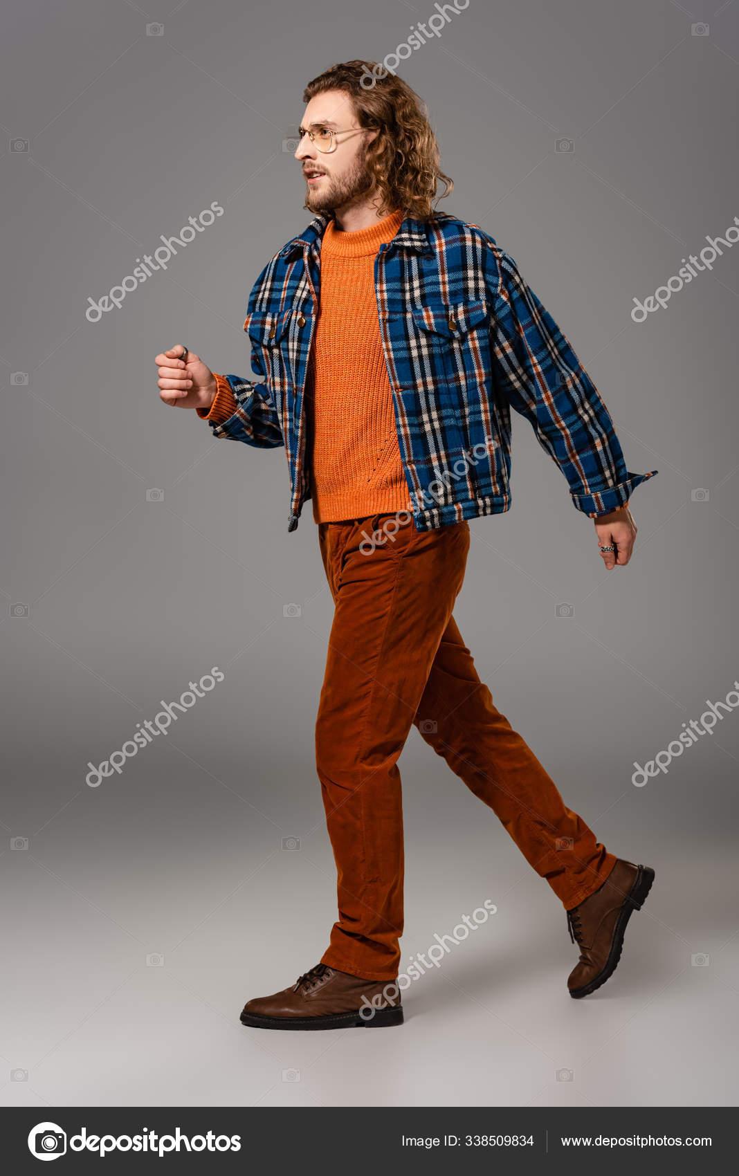 Hombre Guapo Camisa Pantalones Caminando Sobre Fondo Gris Foto De Stock C Andrewlozovyi 338509834