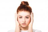 vonzó női tinédzser megható arc, elszigetelt fehér