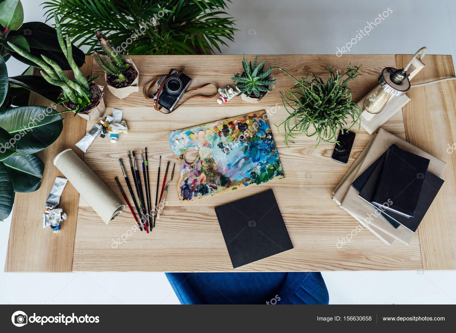Trabajo de pintor con el equipo de dibujo foto de stock - Trabajo de pintor en barcelona ...