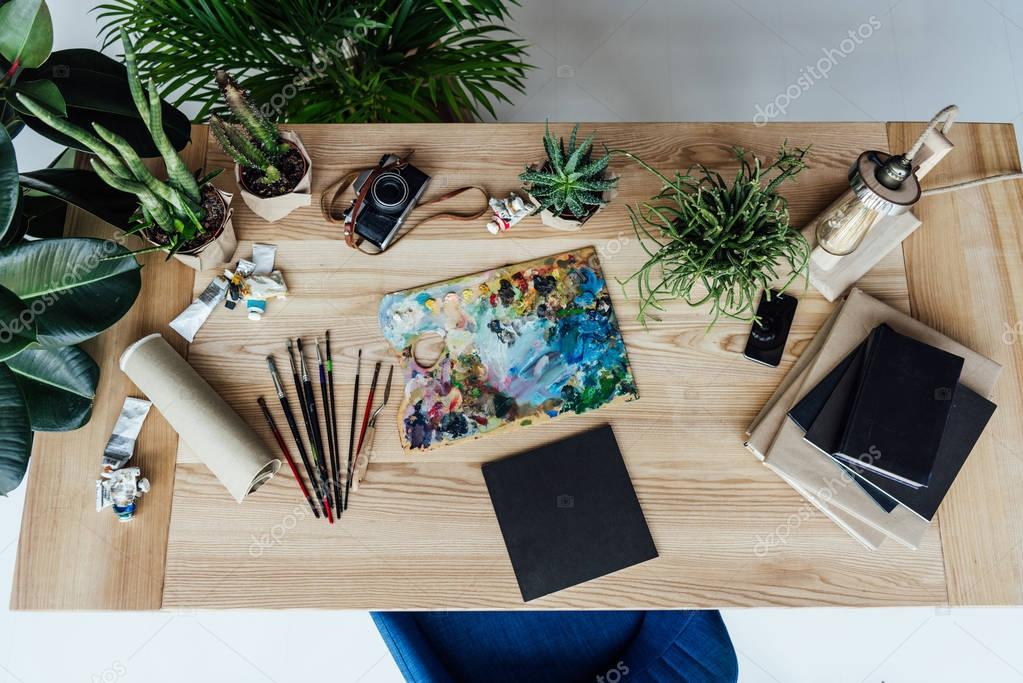Painter workplace with drawing equipment