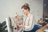 Fotografia Fiorista femminile sul posto di lavoro
