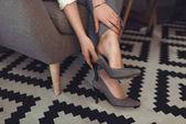 gambe femminile con i tacchi