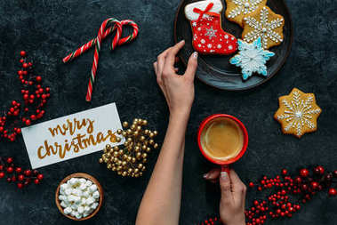 hands with gingerbreads and coffee