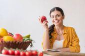 Fotografie Žena s čerstvým apple