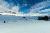 dřevěné chatrče na krásné hory krajina s modrou oblohu, Rakousko