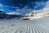 klidné hory krajina pod modrou oblohou, Rakousko