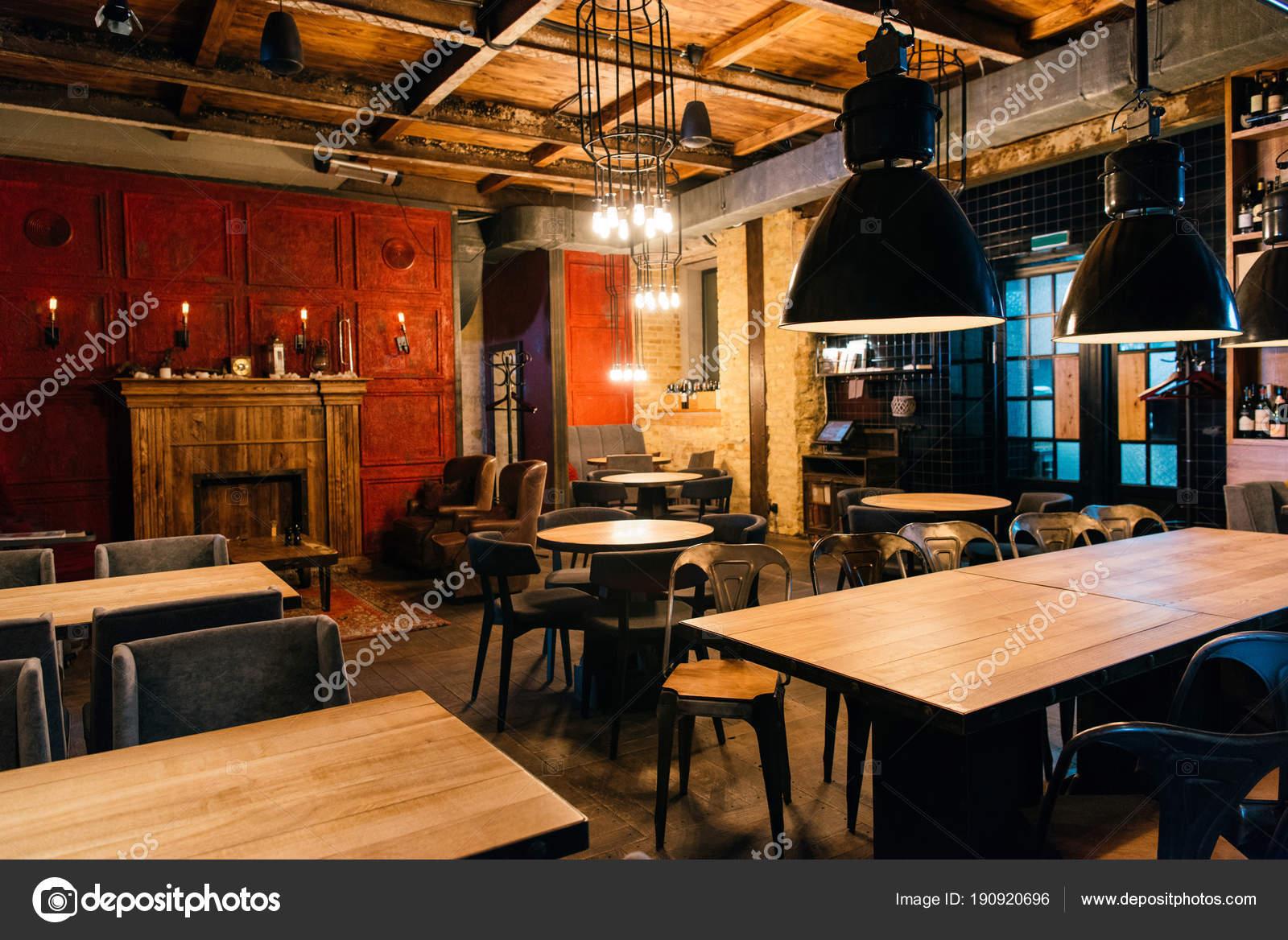 Stilvolle Atmosphärische Einrichtung Des Leeren Bar — Stockfoto ...