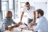 Fotografie Multiethnische Geschäftsleute bei Treffen