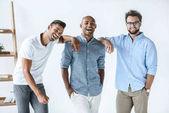 többnemzetiségű fiatal üzletemberek