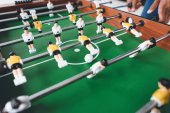 Fotografie man playing table football