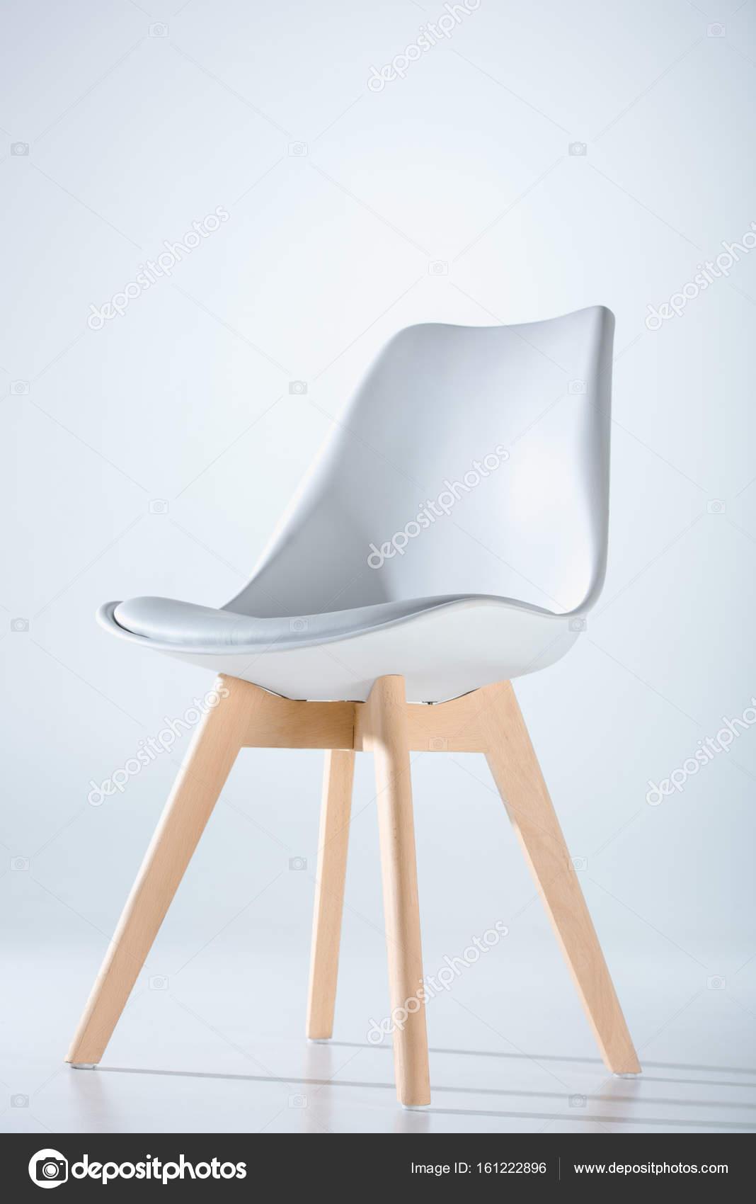 Stuhl Mit Weißer Spitze Und Holz Beine — Stockfoto