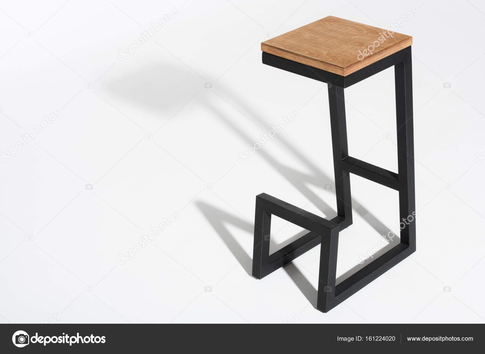 tabouret de bar l gant avec dessus en bois photographie vitalikradko 161224020. Black Bedroom Furniture Sets. Home Design Ideas