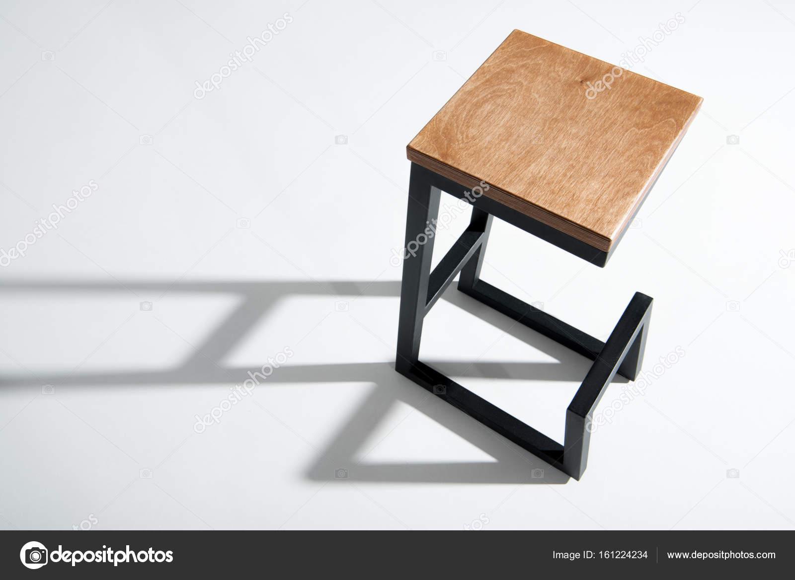 Elegante sgabello da bar con piano in legno u2014 foto stock