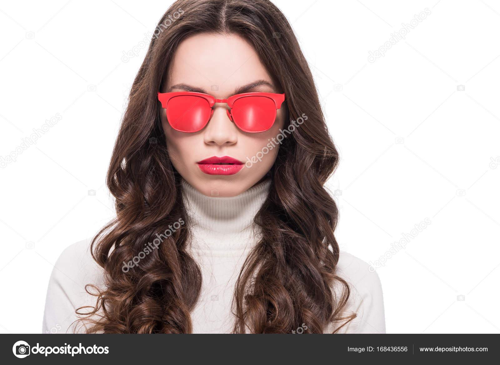 1bdc99c7c5516 mulher óculos de sol vermelho — Stock Photo © VitalikRadko  168436556