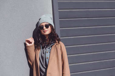 Woman in autumn outfit and black sunglasses