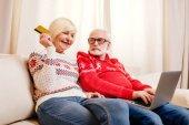idősebb pár on-line vásárlás