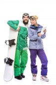 pár snowboardistů s tabletem