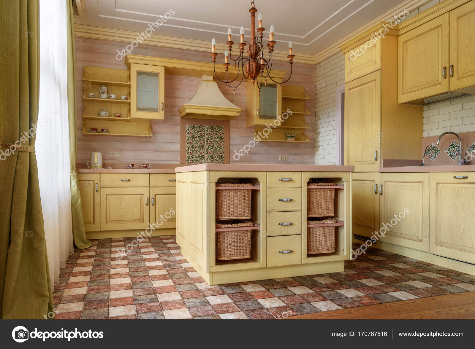 Cuisine dans maison de campagne — Photographie VitalikRadko ...