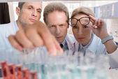 Laboratóriumi kémikusok