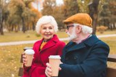 Fotografie senior couple with coffee in park