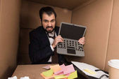 Fotografie angry businessman with cardboard laptop