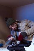 Fotografie homeless man with empty bottle