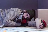 Matschiger obdachloser armer Mann
