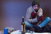 Obdachloser bittet um Almosen