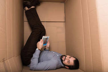 man using tablet with couchsurfing