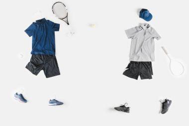 Sportif giysi ve tenis raketleri
