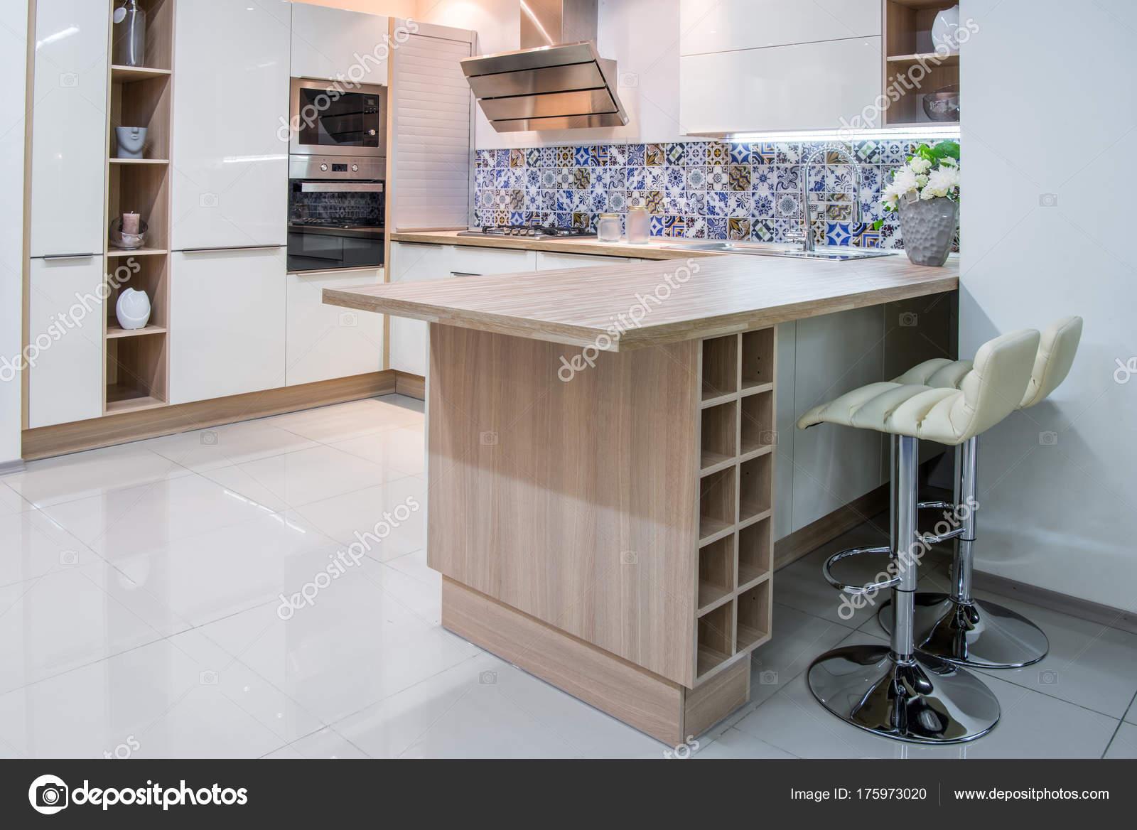 Gemütliche Moderne Küche Interieur Mit Möbeln U2014 Foto Von VitalikRadko