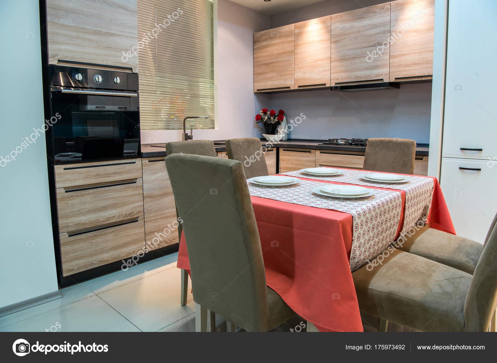 Moderne Küche Und Wohn Innenraum — Stockfoto © VitalikRadko #175973492