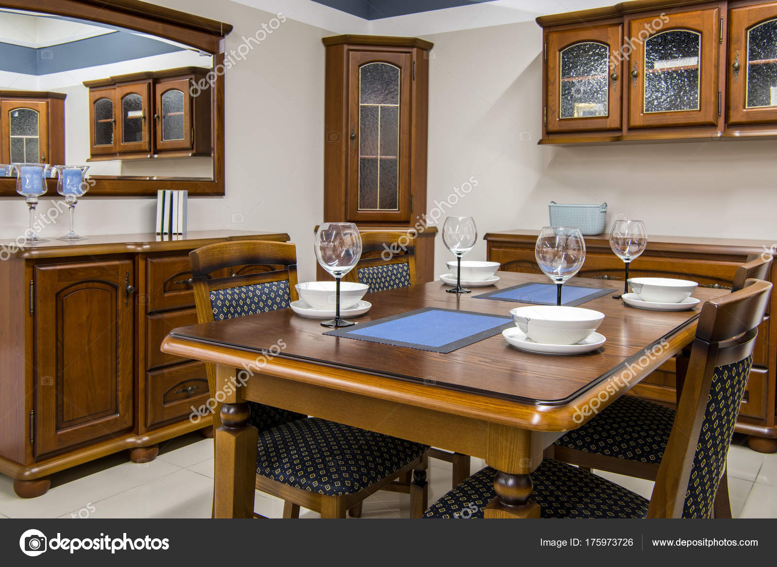 Interior cocina moderna con muebles vajilla foto de stock vitalikradko 175973726 - Muebles para vajilla ...