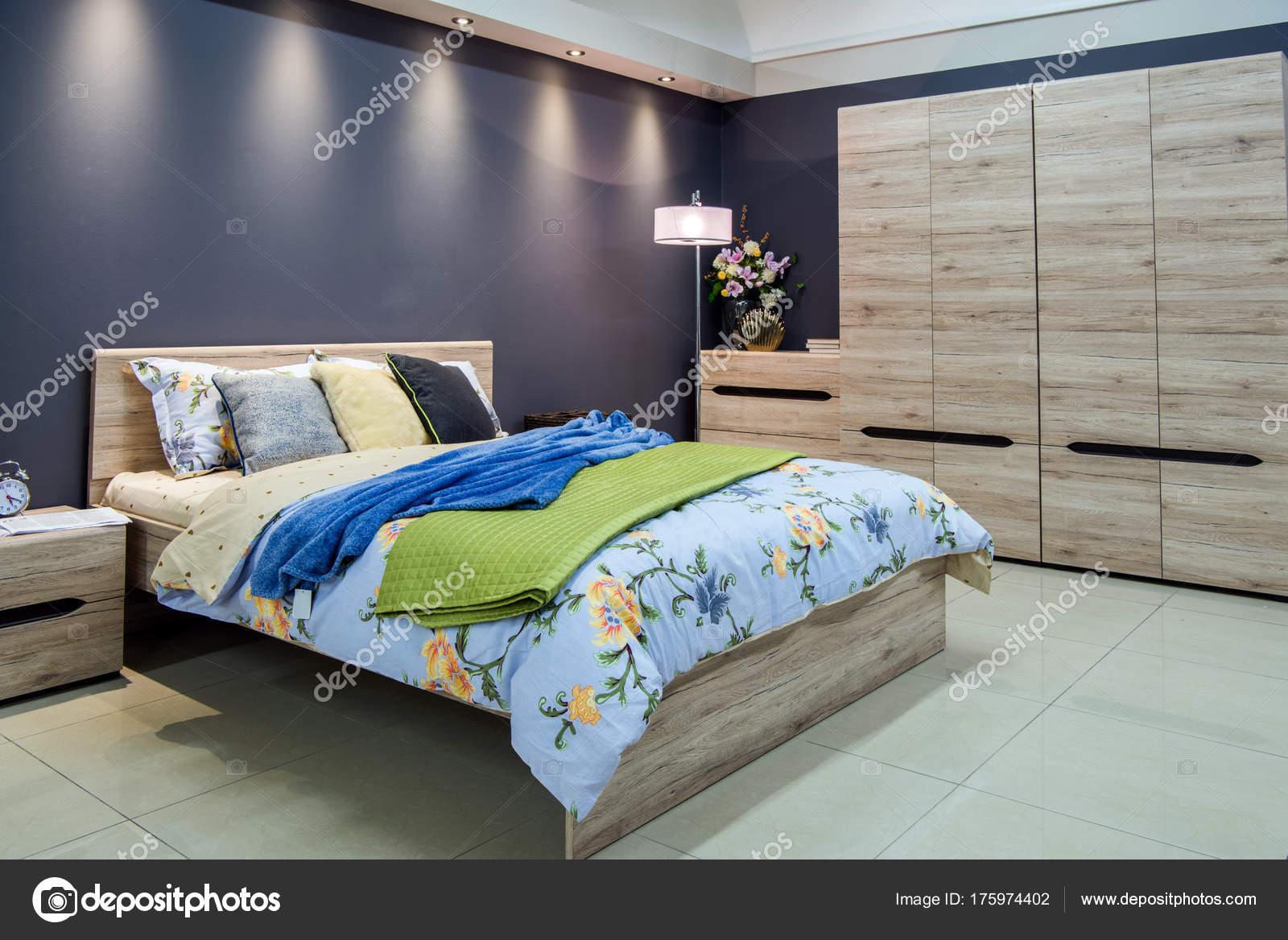 Gemütliche Moderne Schlafzimmer Innenraum Mit Bett — Stockfoto ...