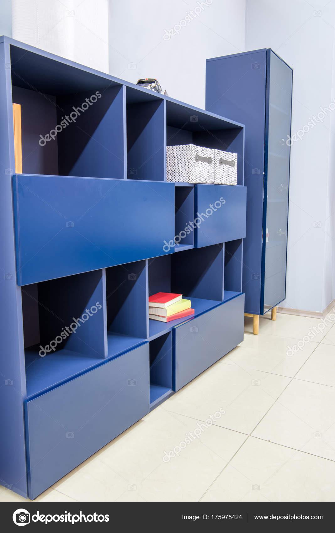 Moderne Wohnzimmer Interieur Mit Blauen Schränke — Stockfoto ...