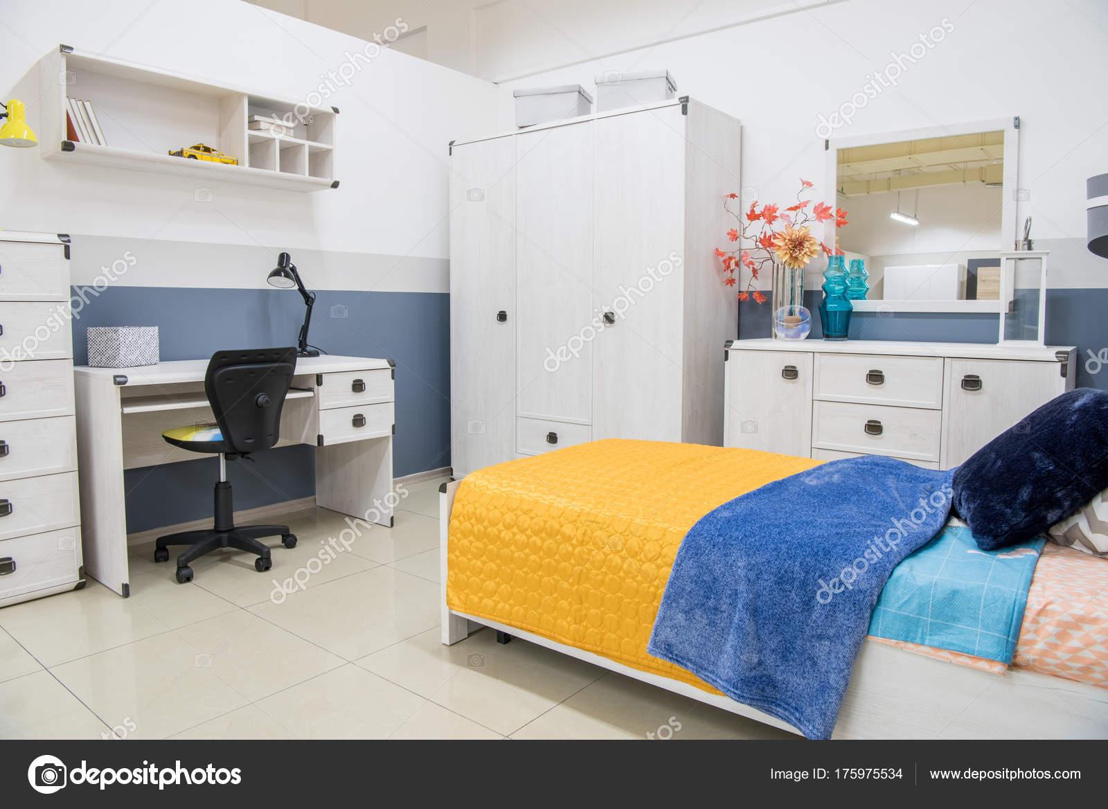 Gemutliche Moderne Schlafzimmer Einrichtung Mit Mobeln Stockfoto