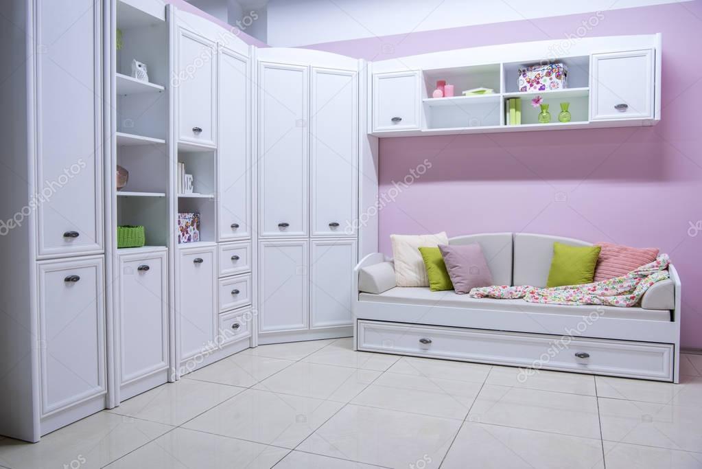 Gezellige moderne woonkamer interieur met kast bank for Gezellige woonkamer