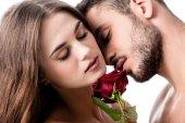 Fotografie Acctractive sinnliche Paar mit Rose isoliert auf weiss