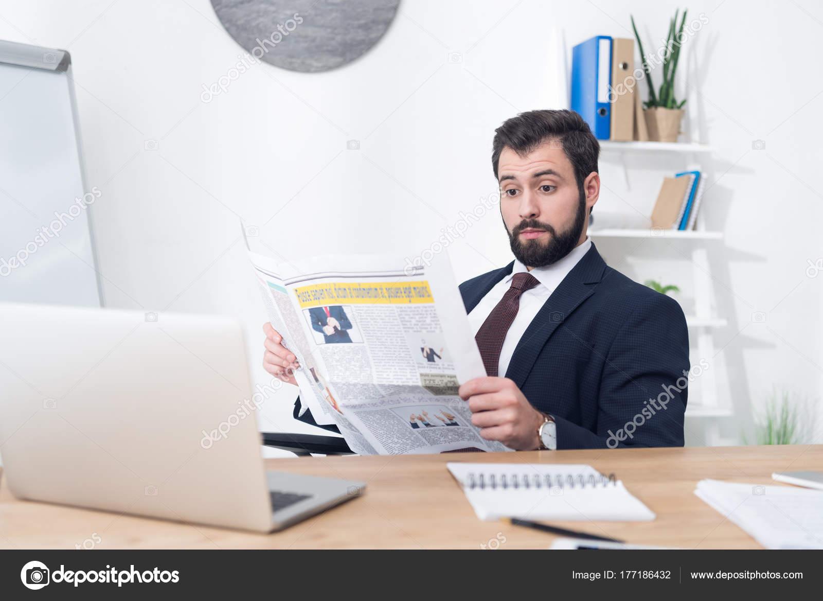 Docteur utilisation souris écriture journal bureau banque d
