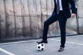 részleges kilátás nyílik üzletember ruha fociznak utca
