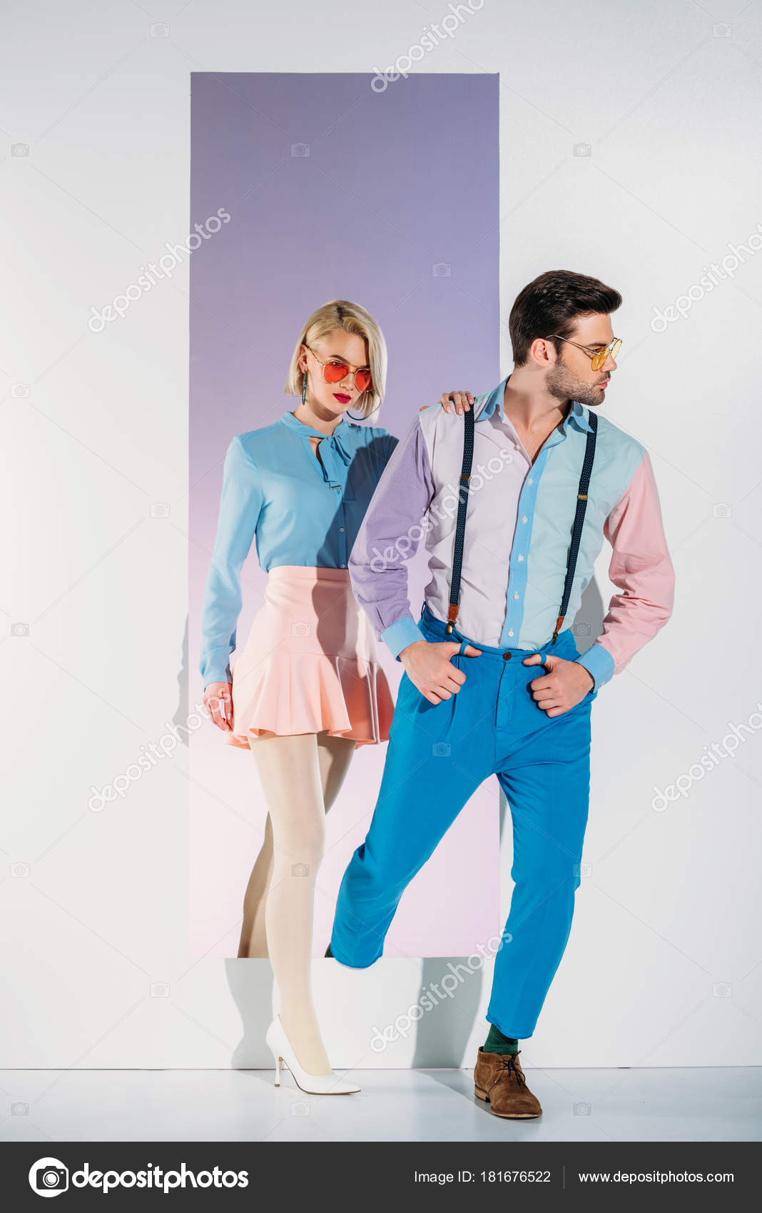 Attraktives Paar Modische Kleidung Los Durch Rahmen Weiß — Stockfoto ...