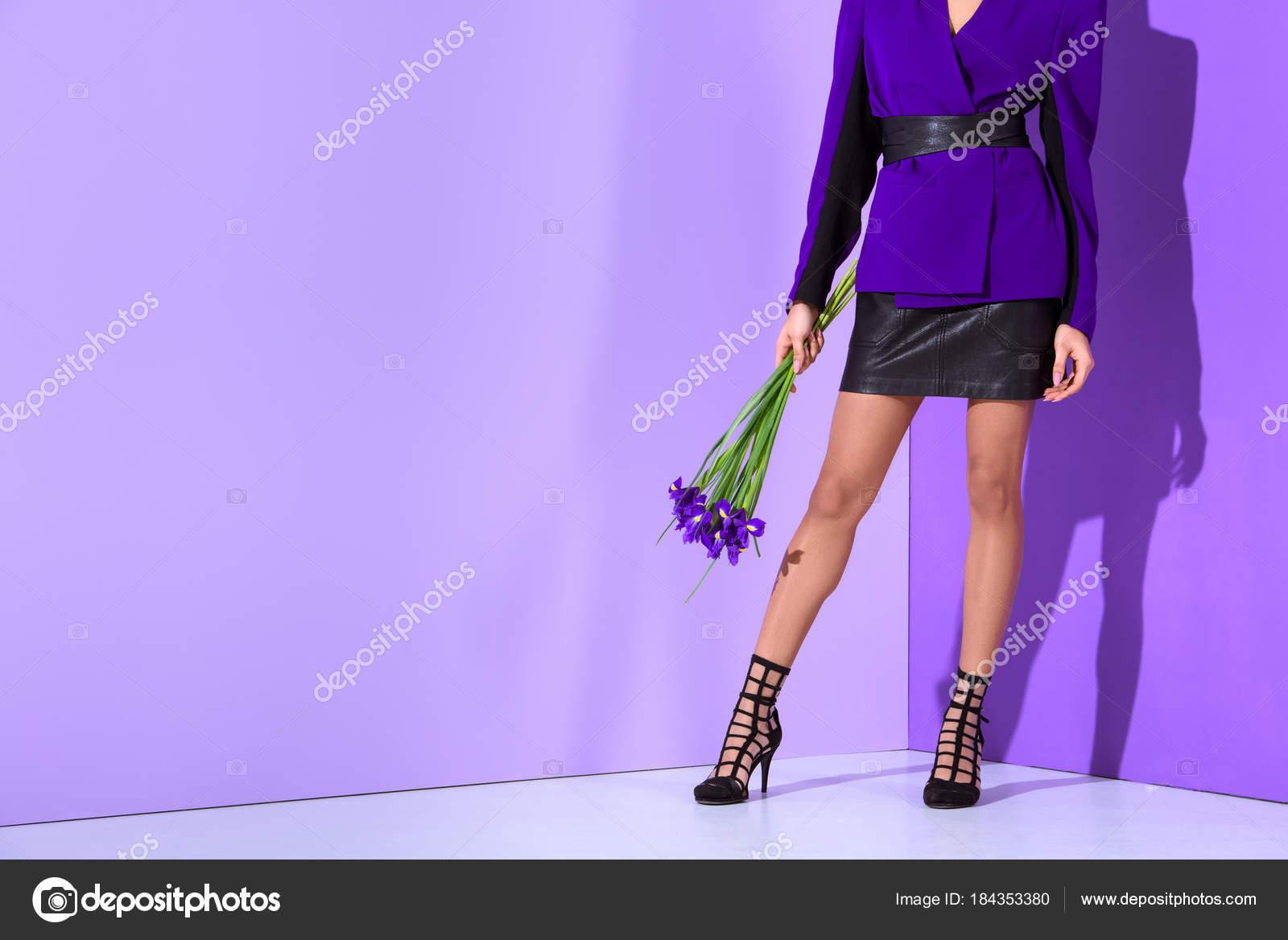 Violette Dans Basse Vue Coupe Mulâtresse Posant Élégant Avec Veste ByWAcpW1
