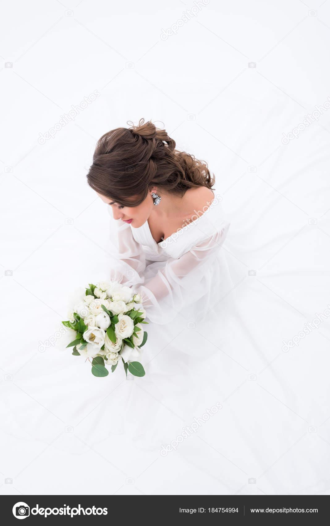 Draufsicht Der Elegante Braut Traditioneller Tracht Mit Brautstrauss