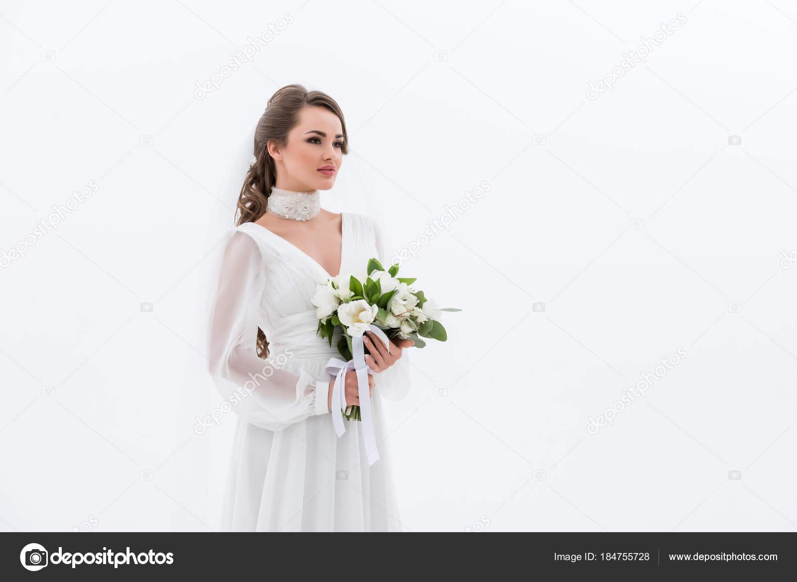 Attraktive Braut Traditioneller Tracht Mit Brautstrauss Isoliert Auf